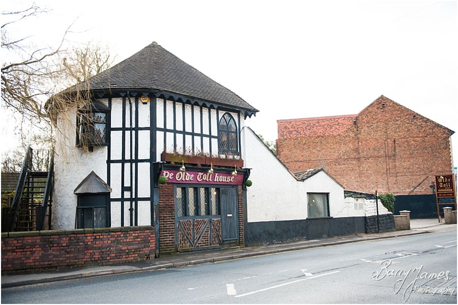 Wedding photographs at Ye Olde Toll House in Willenhall by Contemporary Wedding Photographer Barry James