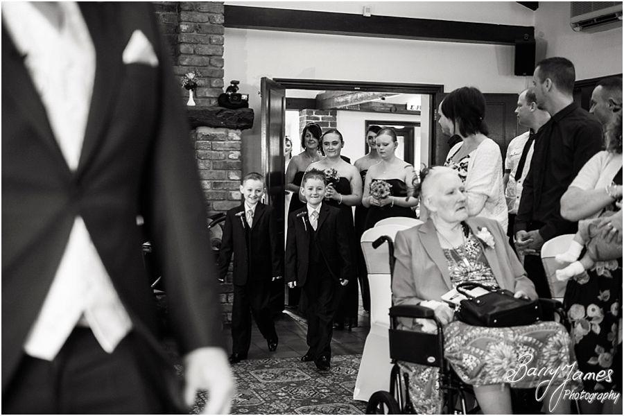 Relaxed elegant wedding photography at Oak Farm in Cannock by Cannock Wedding Photographer Barry James