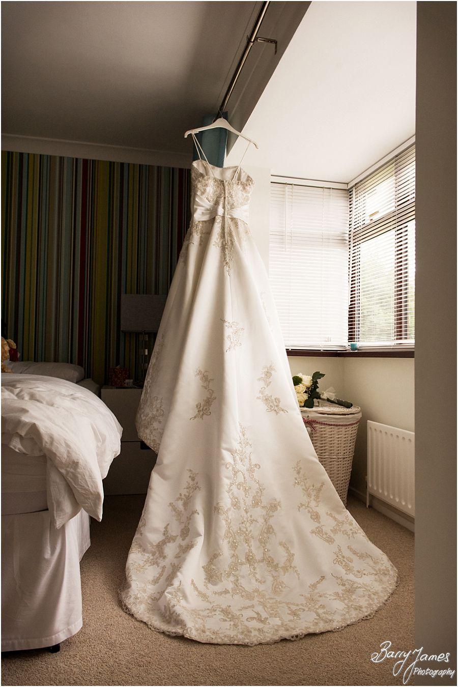 Storytelling wedding photography at Rodbaston Hall in Penkridge by Penkridge Wedding Photographer Barry James