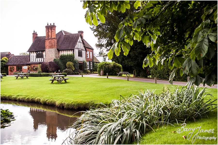 The Moat House in Acton Trussell by West Midlands Wedding Photographer Barry James
